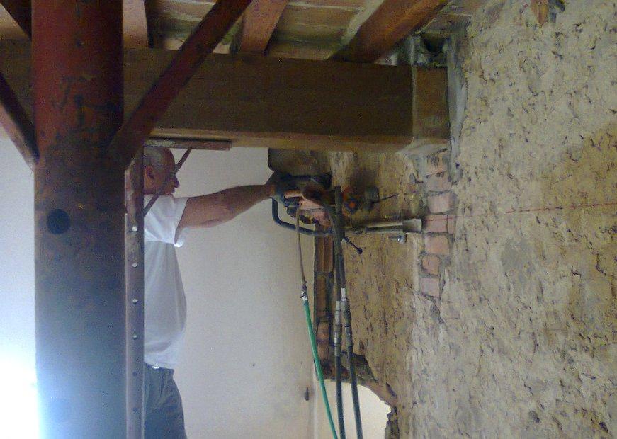 Taglio per apertura su muratura mista - Apertura porta su muro portante ...