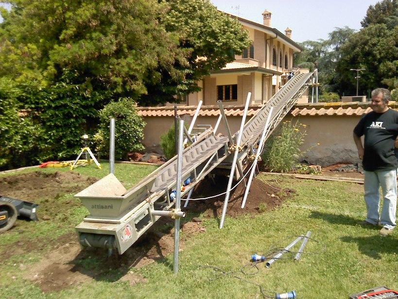 Trasporto terra per realizzazione piscina - Piscina fuori terra in pendenza ...