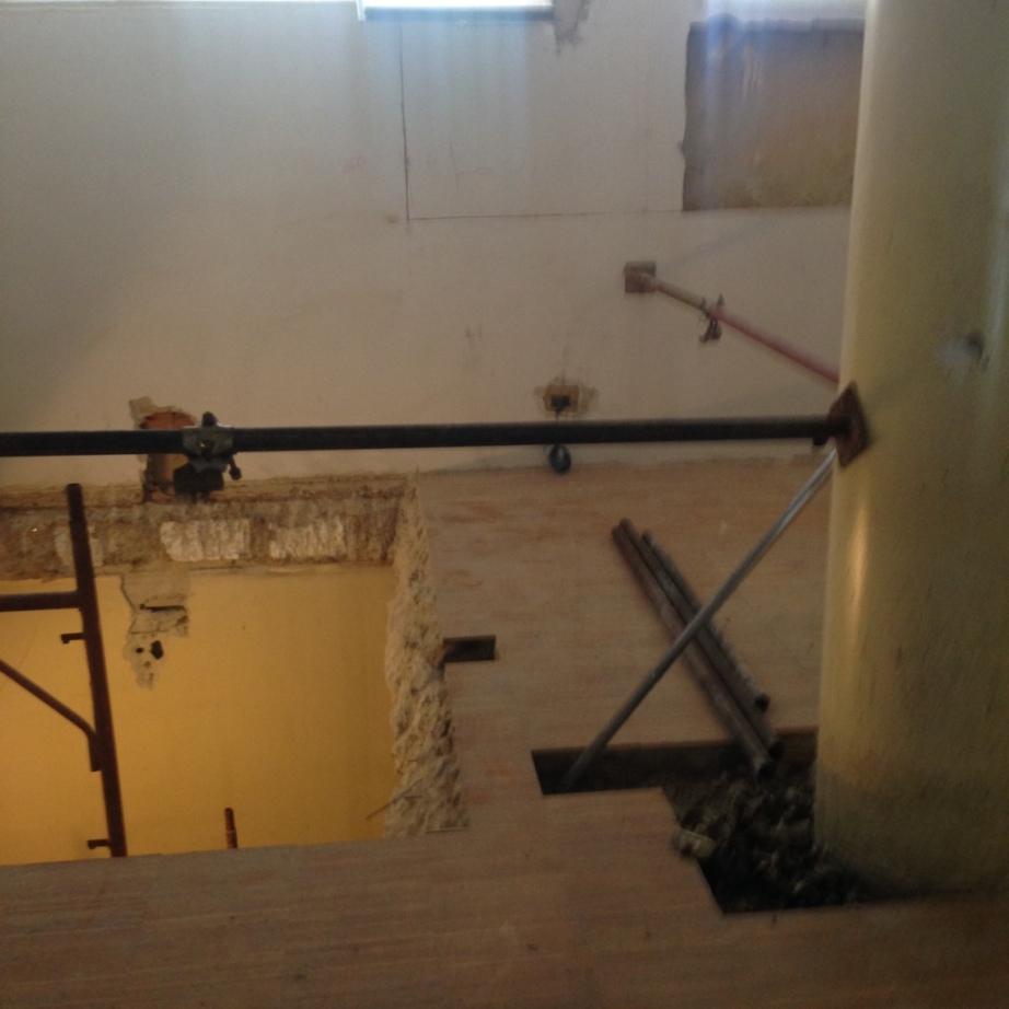Taglio Solaio Per Scala demolizione solaio con martello elettrico da 17kg