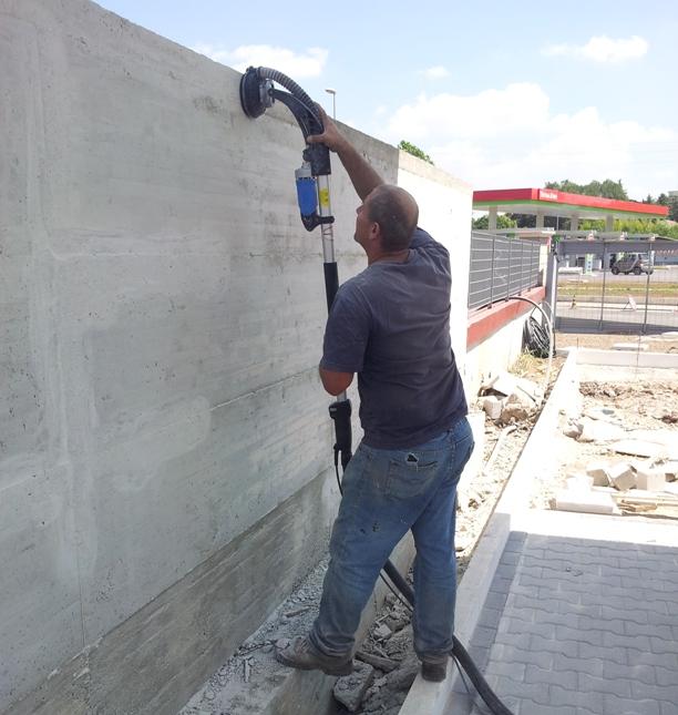 Levigatura muro in cemento - Come piastrellare un muro esterno ...